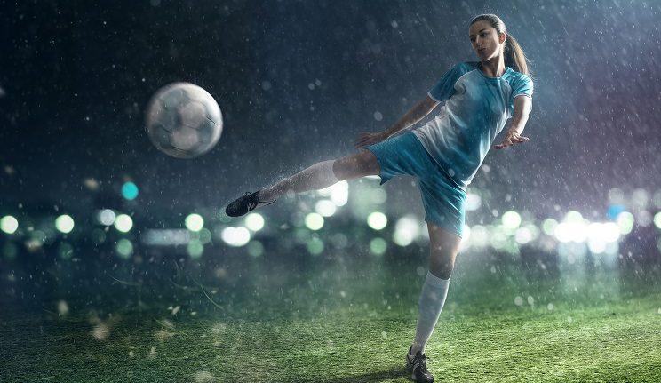 woman football players