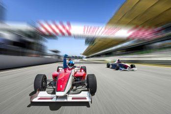 Formule 1 en Lewis Hamilton: twee handen op een buik