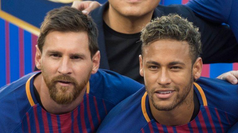 Lionel Messi kan een grote rol gaan spelen bij een eventuele terugkeer van Neymar naar Barcelona. De geruchten gaan rond over een eventuele terugkeer van de Braziliaan naar Camp Nou, zo heeft de Britse krant The Independent bericht. Volgens deze krant is Lionel Messi in gesprek geweest met de leiding van Barcelona over het tekenen van Neymar, eerder aan Real Madrid gelinkt. Naar verluid heeft Messi getracht het bestuur te overtuigen van het belang de Braziliaanse stervoetballer aan boord te hebben. De 26-jarige aanvaller verliet Nou Camp voor Parijs en ging aan de slag voor Paris Saint-Germain in de zomer van 2017. Er was een recordbedrag van een dikke 222 miljoen euro mee gemoeid. Maar geld maakt niet gelukkig, zo blijkt, nu er verslag wordt gedaan van Neymar's situatie in Parijs. De Braziliaan zou niet gelukkig zijn bij zijn huidige club, en zijn pogingen om Messi en Ronaldo te verslaan zijn tot op heden op niets uitgelopen. Neymar stond niet op de shortlist voor FIFA's speler van het jaar prijs. Deze prijs ging naar Luka Modric, nu uitkomend voor Real Madrid maar hij kreeg de prijs vooral voor zij optreden op het WK 2018 in Rusland. Ook voor de Ballon d'Or is Modric favoriet, de verwachting is in ieder geval dat Neymar deze prijs niet in de wacht zal gaan slepen. Hoewel Neymar prima presteert in de Franse Ligue 1, waar hij met 27 goals en 18 assists in slechts 29 wedstrijden een sleutelpositie inneemt in het team van Paris Saint-Germain, zou Neymar een voorkeur hebben voor Barcelona. En hoewel Neymar destijds niet onder stoelen of banken stak dat hij liever niet in de schaduw van grootheid Messi speelde in de vier seizoenen die hij bij Barcelona speelde, heeft Messi nu aangegeven een voorkeur te hebben voor de terugkeer van zijn voormalige teamgenoot. Messi wil de Champions League weer winnen Deze voorkeur lijkt vooral ingegeven door de wens toch weer een keer de Champions League te winnen. Deze belangrijkste voetbalprijs van Europa won Barcelona slechts één keer